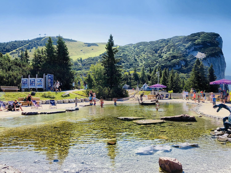 Blick auf den Triassic Beach im Triassic Park, Österreich