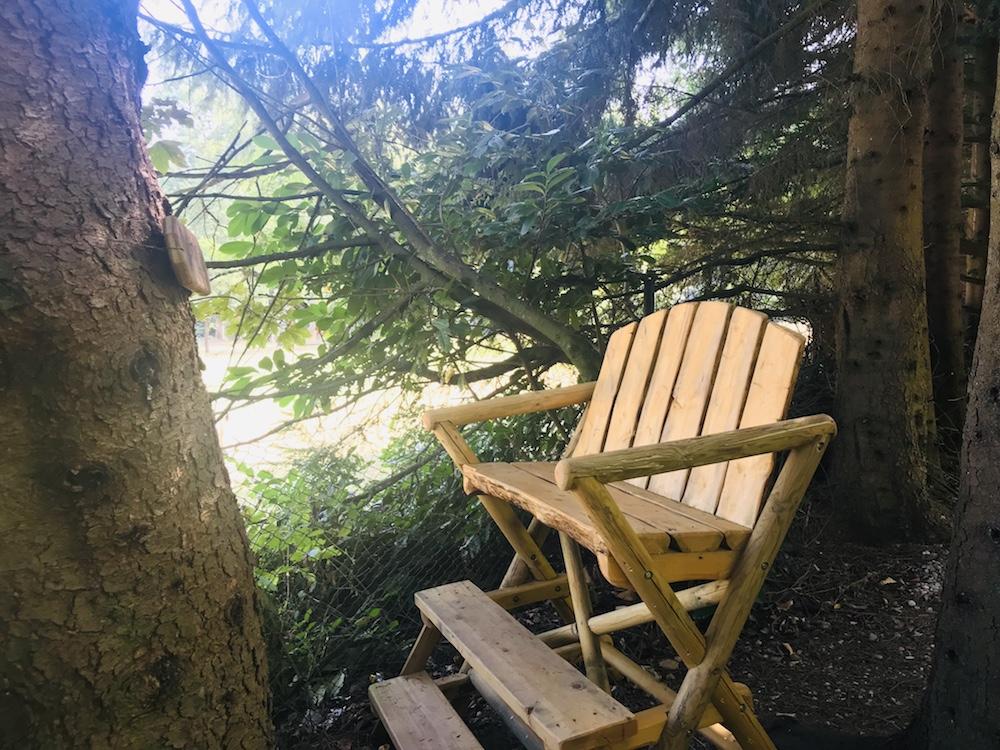 Hochstuhl mit Weitblick im Kloster Garten