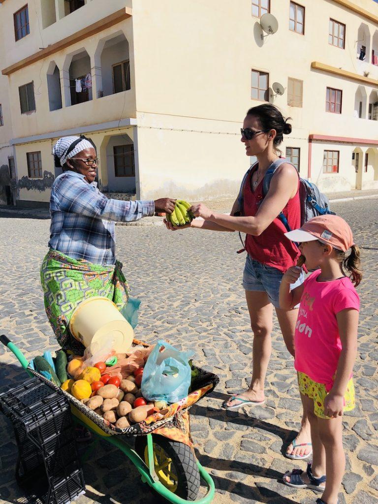 Obst von den Einheimischen kaufen, Boa Vista