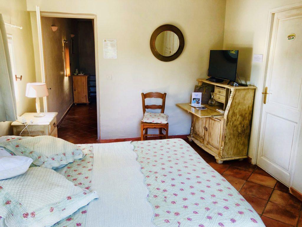 Blick ins Schlafzimmer der Unterkunft Le Lantana in Taillades, Provence