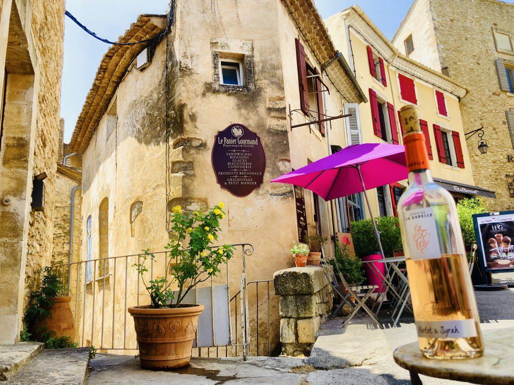 Straße und Haus in Gordes, Provence