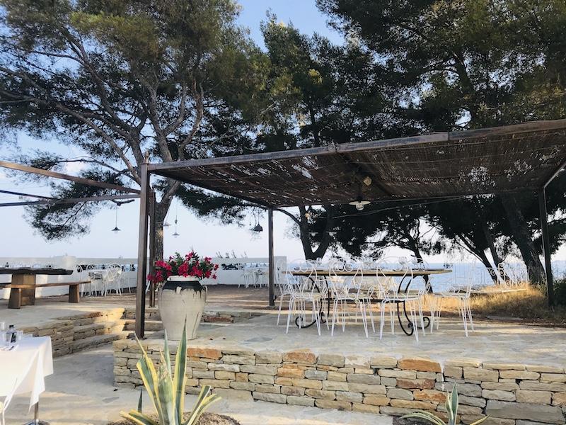 Blick au die Dachterrasse der Pizzeria La Crique in La Ciotat, Provence bei Cassis