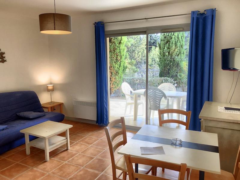 Blick in ein Apartment vom Appart'hôtel Victoria Garden, La Ciotat bei Cassis