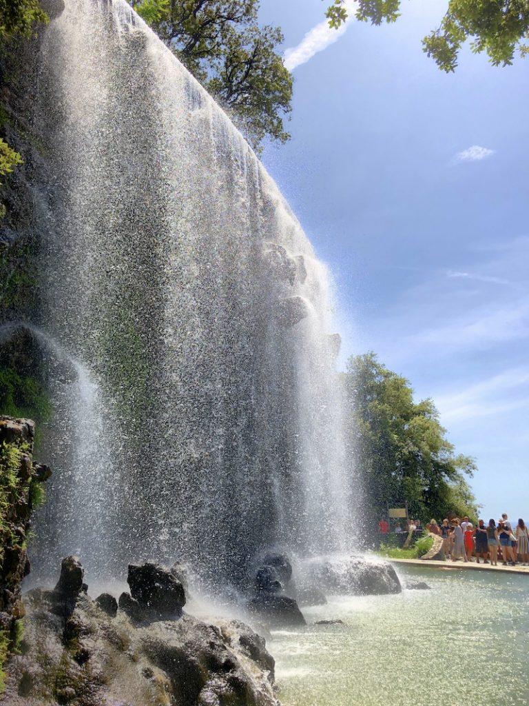 Wasserfall auf dem Schlossberg Colline du Château, Nizza