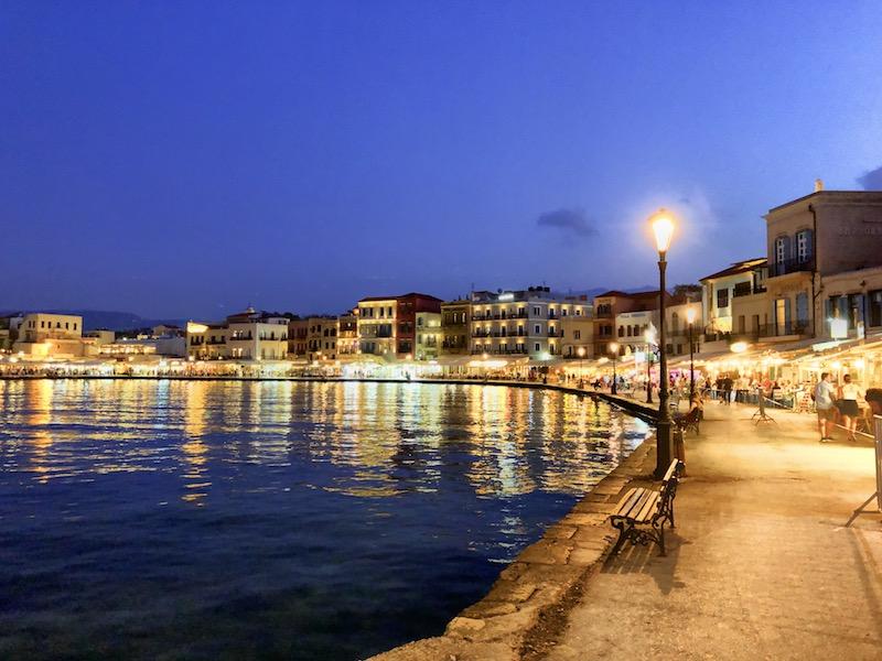 Chania Hafen bei Dunkelheit