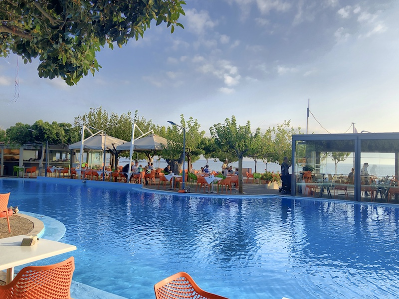 Poollandschaft im Corissia Beach Hotel