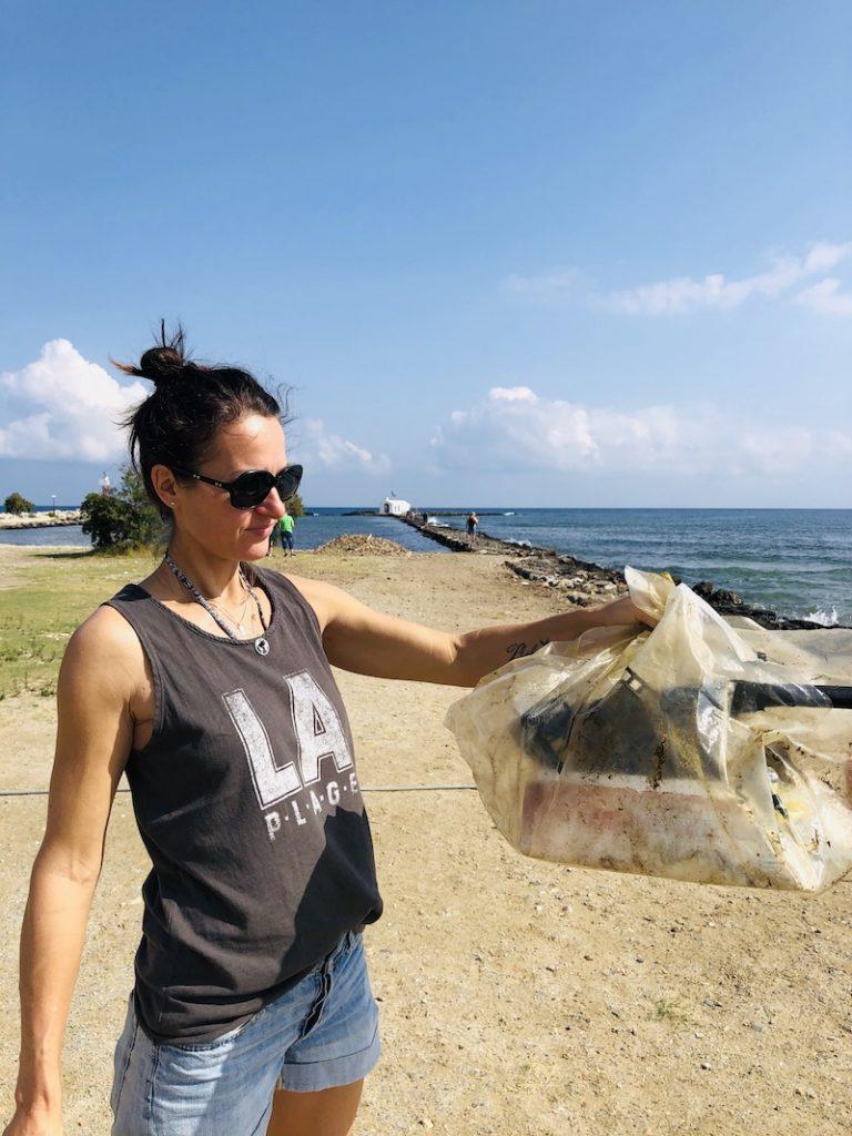 Müll sammeln am Strand, Kreta