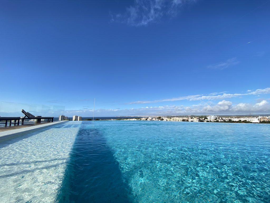 Infinity Pool im Longevity Hotel in Portimao, Algarve Küste